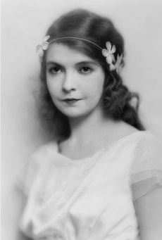 Maud Newton doppelganger